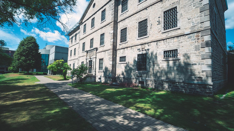 Vieille prison de TR - Musée POP photo Damien Lair low (1)